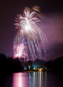 Roundhay Park 2011 - Fireworks over the lake